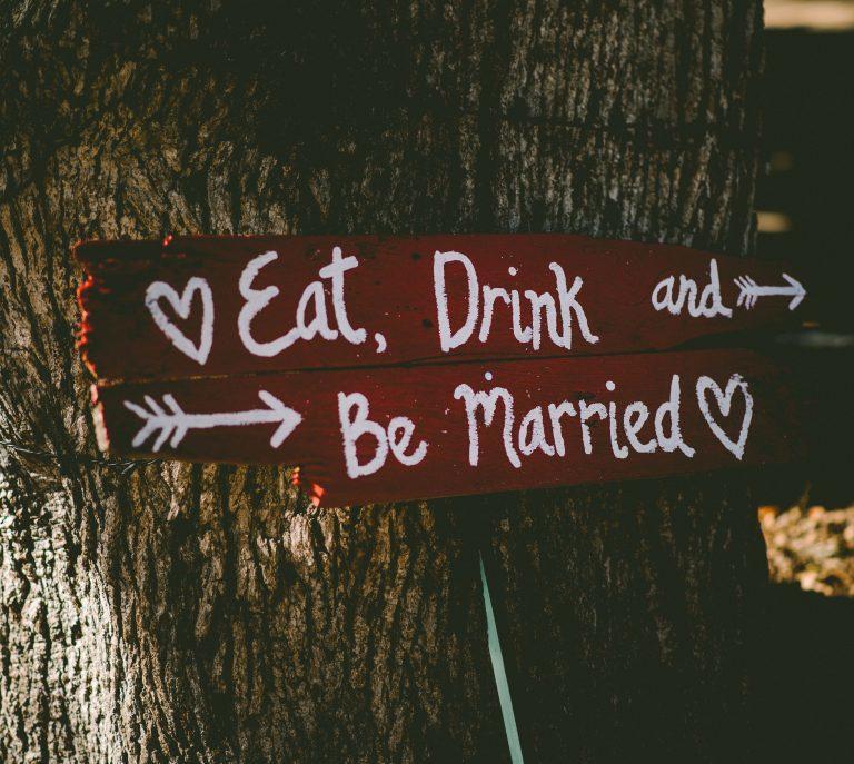 Plaggen att bära inför årets sommarbröllop