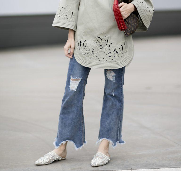 Vad matchar man utsvängda jeans med? Vi har svaren!