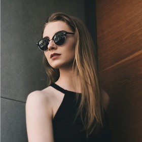 Solglasögon för Kvinnor
