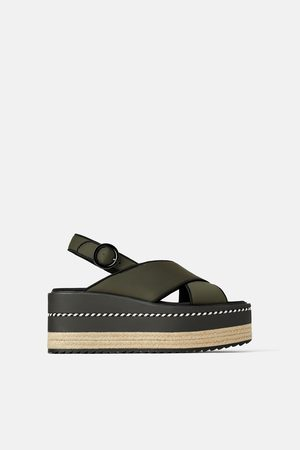 Zara Sandal i sporttyg med kilklack