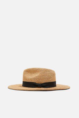 Zara Hatt i bast
