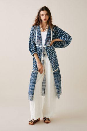 Zara Kimono mönstrad med broderier