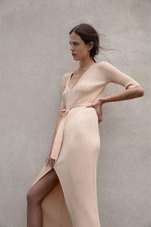 Zara Kvinna Stickade klänningar - Stickad klänning med skärp