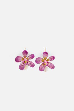 Zara örhängen med blomma och snäcka