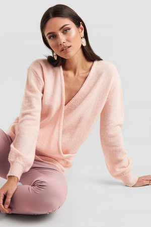 NA-KD V-Neck Overlap Knitted Sweater - Stickade tröjor - Rosa - Medium