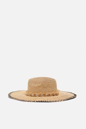 Zara Hatt med snäckor