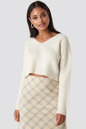 NA-KD Cropped V-neck Knitted Sweater - Stickade tröjor - Vit - XX-Large