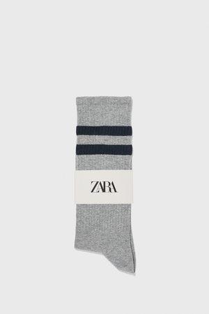 Zara Kvinna Strumpor & Sockar - Ribbstickade strumpor med revär