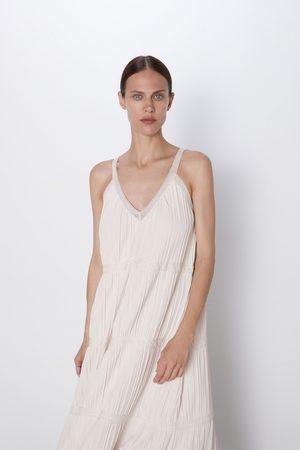Zara Stickad klänning med spetsdetalj