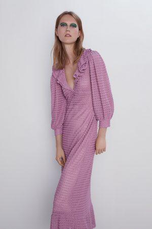 Zara Kvinna Stickade klänningar - Stickad strukturklänning med volanger