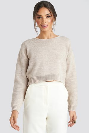 NA-KD Cropped Round Neck Knitted Sweater - Stickade tröjor - Beige - X-Large