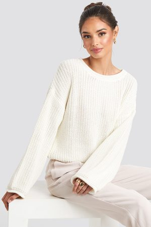 NA-KD Cropped Boat Neck Knitted Sweater - Stickade tröjor - Vit - Small