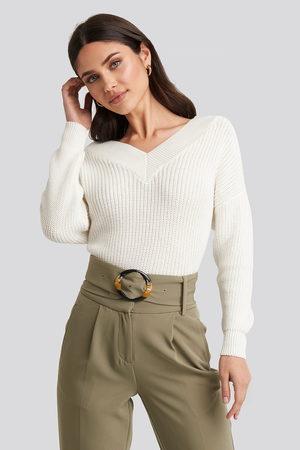 NA-KD V-Neck Wide Rib Knitted Sweater - Stickade tröjor - Vit - X-Small