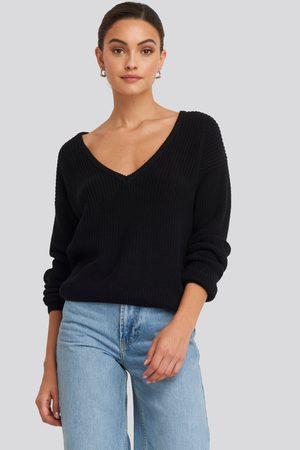 NA-KD Kvinna Stickade tröjor - Deep Front V-neck Knitted Sweater