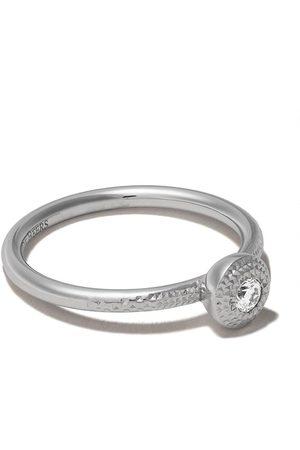 De Beers Talisman rund diamantring i 18K vitguld