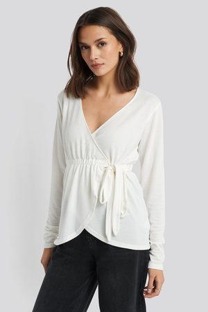 NA-KD Kvinna Stickade tröjor - Overlap Light Knitted Sweater