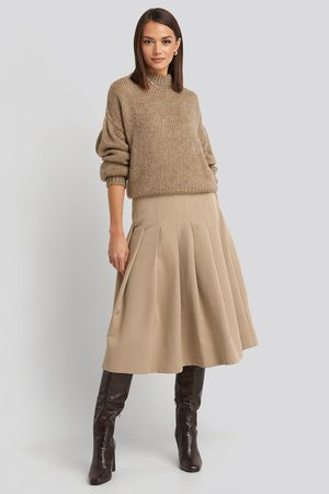 NA-KD Kvinna Midikjolar - Tailored Pleated Midi Skirt - Plisserade kjolar - Beige - EU 38