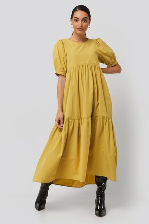 NA-KD Puff Sleeve Pleated Tiered Midi Dress - Vardagsklänningar - Gul - EU 42