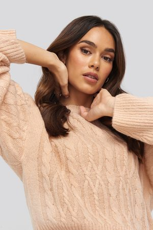 NA-KD Cropped Cable Knitted Sweater - Stickade tröjor - Rosa - Small