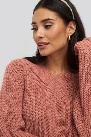 NA-KD Kvinna Stickade tröjor - Wide Band V-Neck Ribbed Sweater - Stickade tröjor - Röd - Medium
