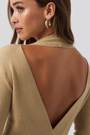 NA-KD Open Back Overlap Knitted Sweater - Stickade tröjor - Beige - X-Large