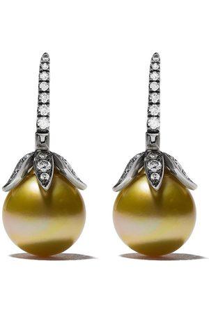 ANNOUSHKA Novus örhängen i 18K vitguld med pärla och diamant