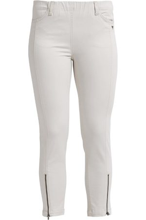 Laurie Madison, slim trousers crop
