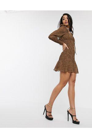 Style Cheat Kvinna Casual klänningar - – Leopardmönstrad skaterklänning med hjärtformad ringning och puffärm