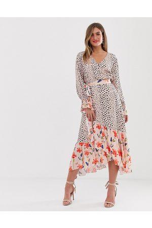 Dark Pink – Omlottklänning i midilängd med blandat mönster