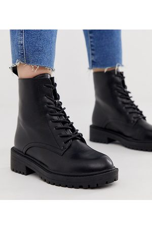 Raid Wide Fit – Micah – Svarta platta boots med snörning och svarta öljetter, endast hos ASOS