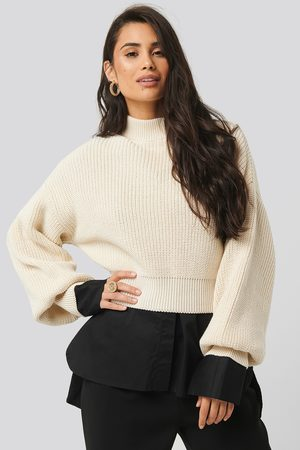 NA-KD Wide Rib Balloon Sleeve Sweater - Stickade tröjor - Vit - X-Small