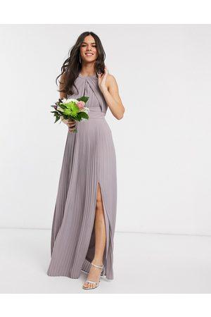 TFNC – Bridesmaid – Exclusive – plisserad maxiklänning