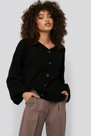 NA-KD Short Chunky Knit Cardigan - Stickade tröjor - Svart - Medium