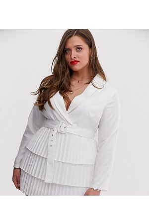 In The Style Plus X Dani Dyer – kavajklänning med djup urringning och plisserad kjol