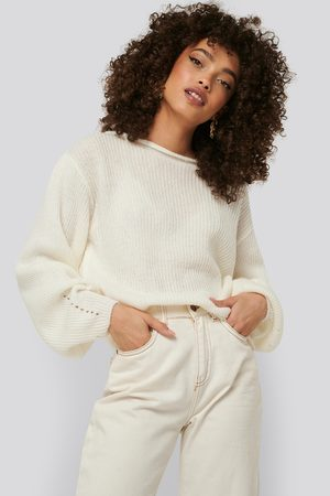 NA-KD Knitted Short Puff Sleeve Sweater - Stickade tröjor - Vit - X-Small