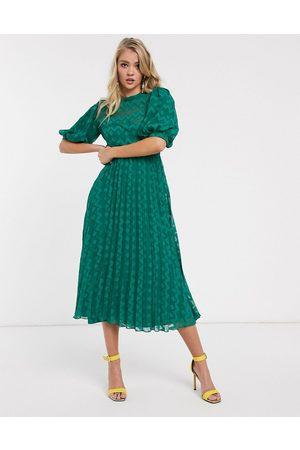 ASOS Kvinna Midiklänningar - – Skogsgrön plisserad midiklänning i dobbytyg med hög krage, puffärm och sicksackmönster