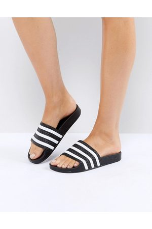 adidas – Adilette – Svarta och vita tofflor