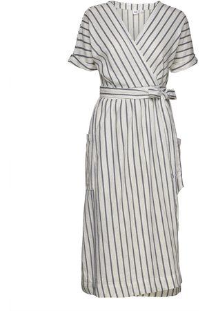 GAP Kvinna Festklänningar - Short Sleeve Wrap-Front Dress In Linen-Cotton Knälång Klänning Creme
