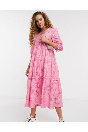 Selected Femme - midiklänning i spets med volymärmar