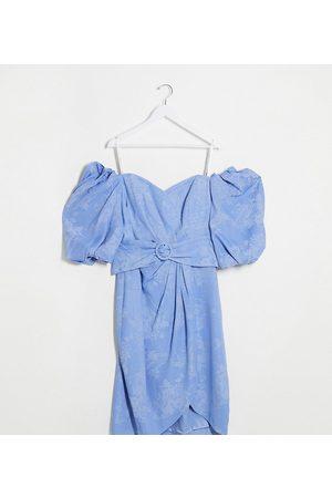 Forever New Curve – Lavendelblå klänning med puffärm och skärp