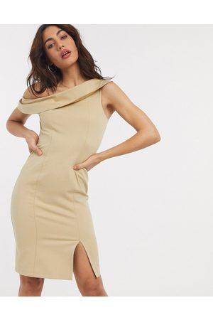 Closet – Brungrå fodralklänning i off shoulder-modell med slits