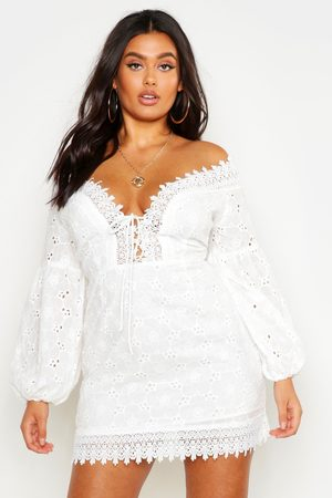 boohoo Kvinna Bandeauklänningar - Plus Boutique Off Shoulder Lace Sundress, White