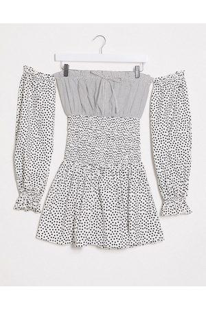 ASOS – Prickig off shoulder-klänning i minimodell med bar axel och smock