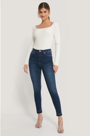 NA-KD Skinny Jeans Med Hög Midja Och Öppen Fåll