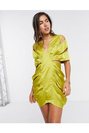 ASOS – Olivfärgad miniklänning i satin med extrem drapering och utskurna detaljer