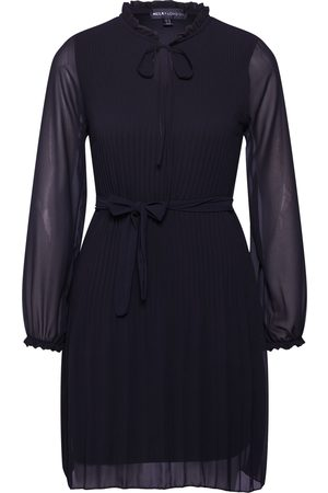 Mela Kleid 'LONG SLEEVE PLEATED BELTED DRESS