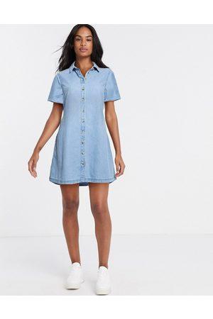 ASOS – Mellanblå skjortklänning i mjuk denim