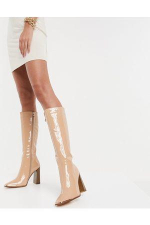 SIMMI Shoes Simmi London – Melisa – , knähöga boots i lackad finish med metalldetalj