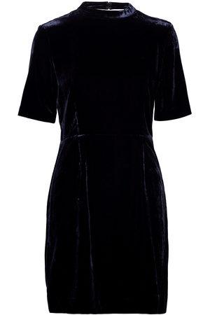 GANT D2. Fitted Velvet Dress Kort Klänning