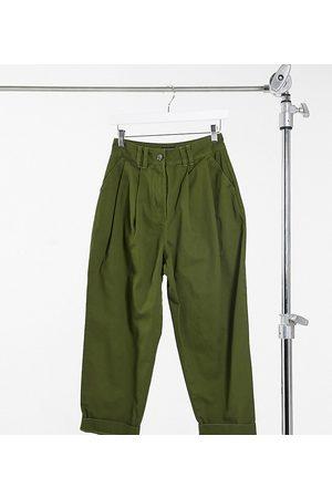 ASOS ASOS DESIGN Petite – Khakigröna lediga byxor med avsmalnande ben och linningsveck